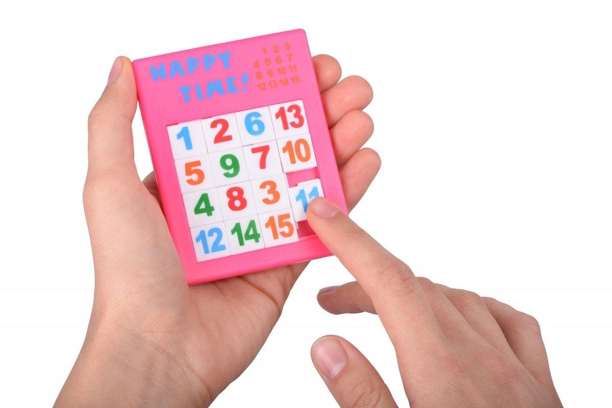 Настольная игра goki Пятнашки Розовые (13186G-1) фото