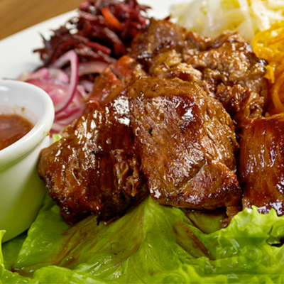 Як приготувати шашлик в духовці: 2 рецепта для свинини і курятини