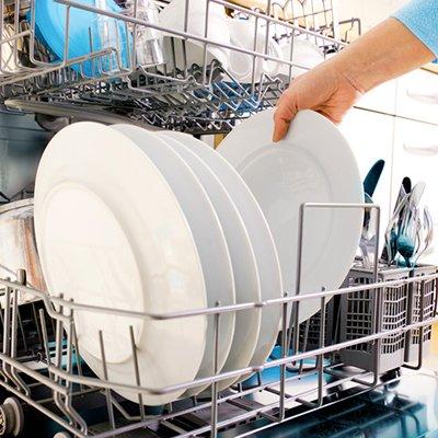Как работает посудомоечная машина: устройство и 2 главные стадии