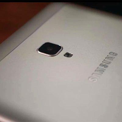 Огляд Samsung Galaxy Tab A 8.0 і 5 плюшок, які приготували виробники