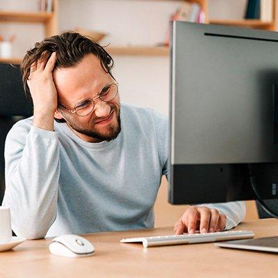 Блимає монітор: 2 програмні та 4 апаратні причини