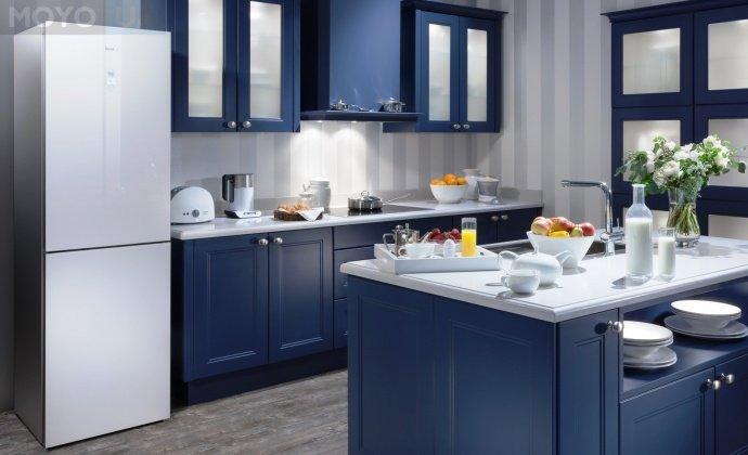 Белый холодильник идеален для интерьера